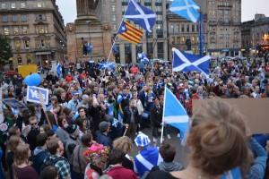 投票二日前、スコットランド最大の都市グラスゴウのジョージスクエアにて、独立賛成派集会